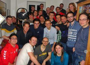 Gruppenfoto zur Weihnachtsfeier von Phönix Leipzig bei Trainer Tobias Schulze zu Hause