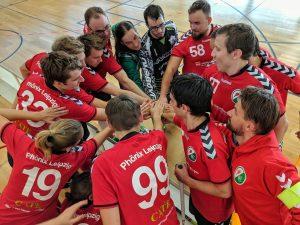 Phönix Leipzig motiviert sich im Kreis für die nächsten Aufgaben auf dem Floorballfeld