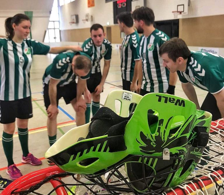 Hängende Köpfe nach dem Spiel gegen Jena von den Floorballspielern Phönix Leipzig